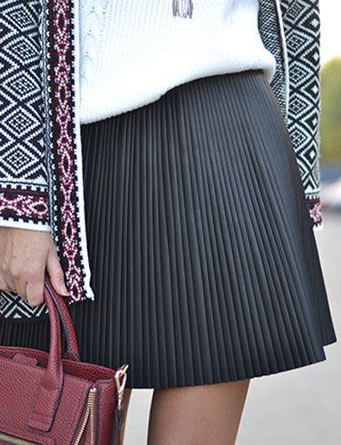 Look falda plisada piel