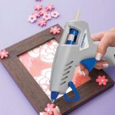 Dremel Hobby 930-18 – Pistola de pegar (sistema de herramienta compacta, 105/165°C, 18 accesorios) Bricolaje y herramientas