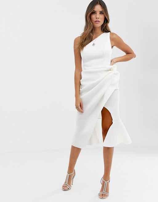 Vestido midi con escote asimétrico y detalle de pliegues